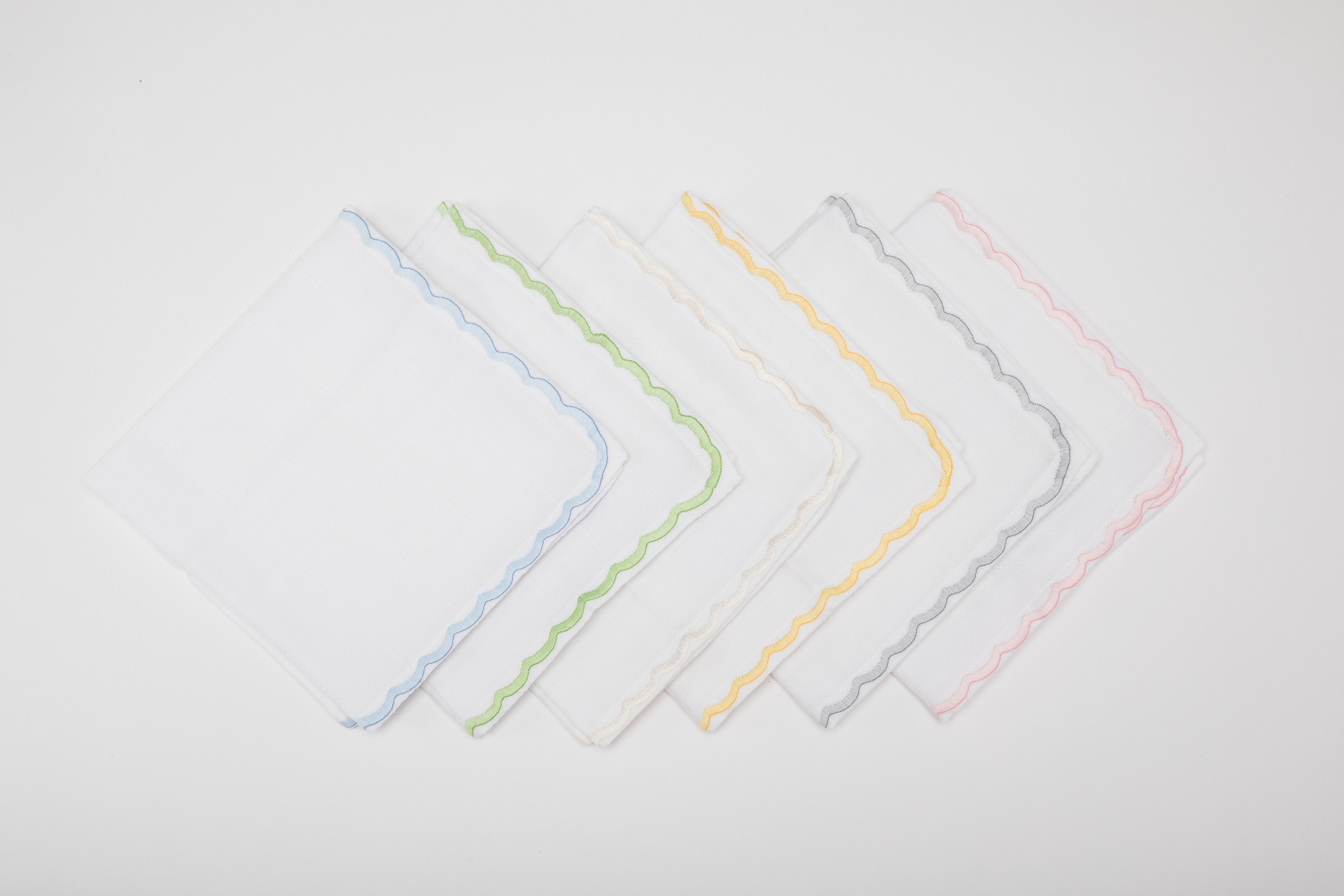 fofolino baby muslin square with scallop edge border in various